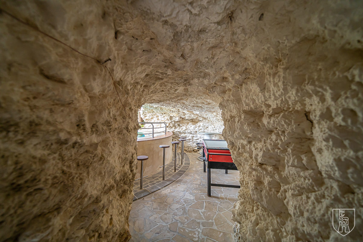 Lunzjata cave