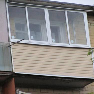 Балкон с крышей обшитый сайдингом