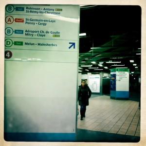 La salle d'échanges Châtelet-Les Halles et ses poteaux indicateurs