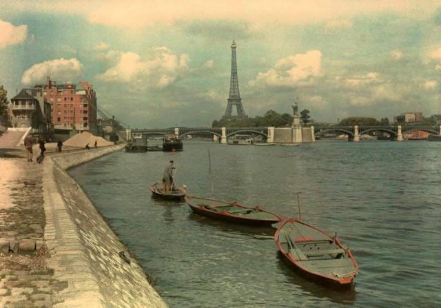 Bords de Seine - le Quai-Louis-Bleriot avec vue sur l'ile aux cygnes