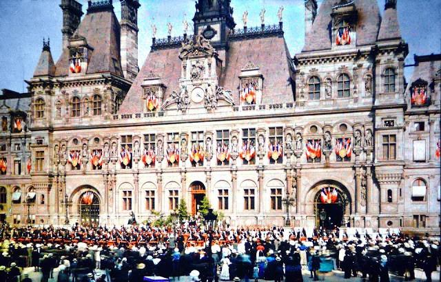 Fête de la Victoire à l'Hôtel de Ville en 1918