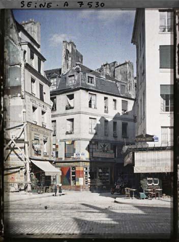 Carrefour des rues Saint-Jacques ,  Galande et Saint-Julien le Pauvre par Stéphane Passet.