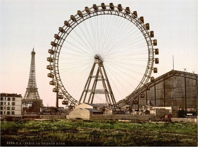 La Grande Roue de Paris fut construite avenue de Suffren en 1900 à l'occasion de l'exposition universelle.