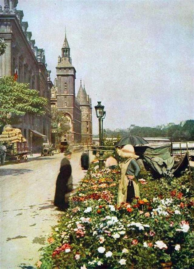 Marché aux fleurs quai de Corse  en 1910
