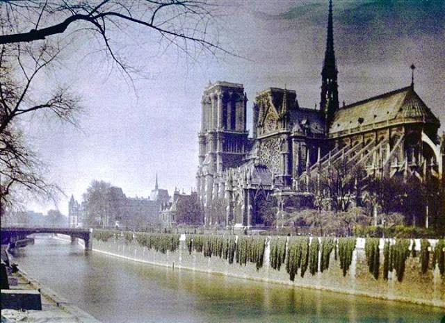 Vue sur Notre Dame de Paris en 1920