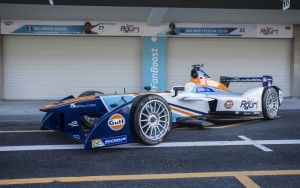 Team Aguri's Gulf-sponsored 2015-16 car. The team remained with the Season 1 powertrain.
