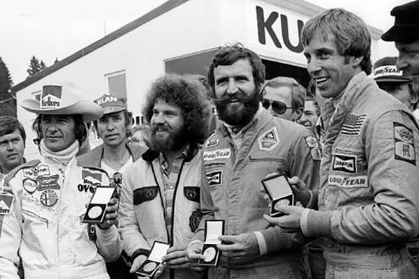 (L-R) Merzario, the track marshall, Ertl and Lunger receive a medal for their rescue of Niki Lauda
