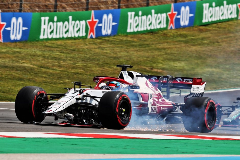 Räikkönen's front-wing fails after he makes contact with his team-mate. Photography: XPB Images