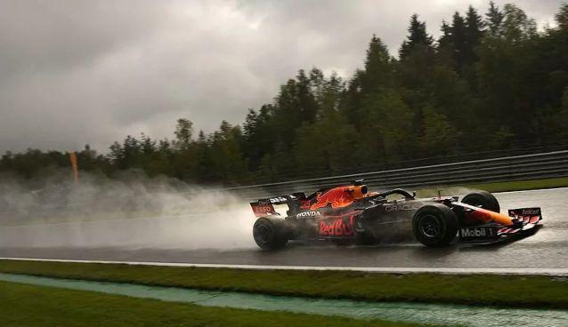 Rain turned the 2021 Belgian Grand Prix into a messy, chaotic farce. Photo: Francisco Seco / AP