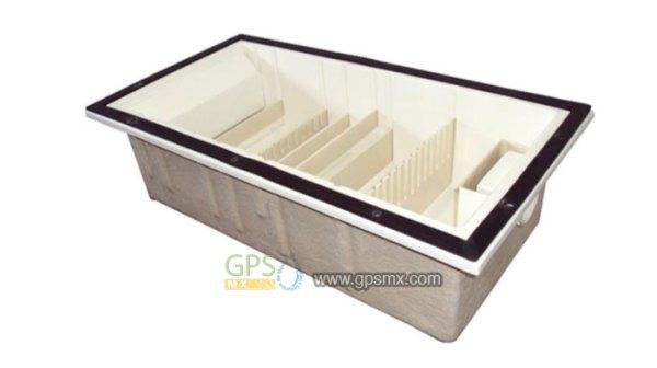 Trampa de grasa de 7 peines de fibra de vidrio y tapa de concreto polimérico.