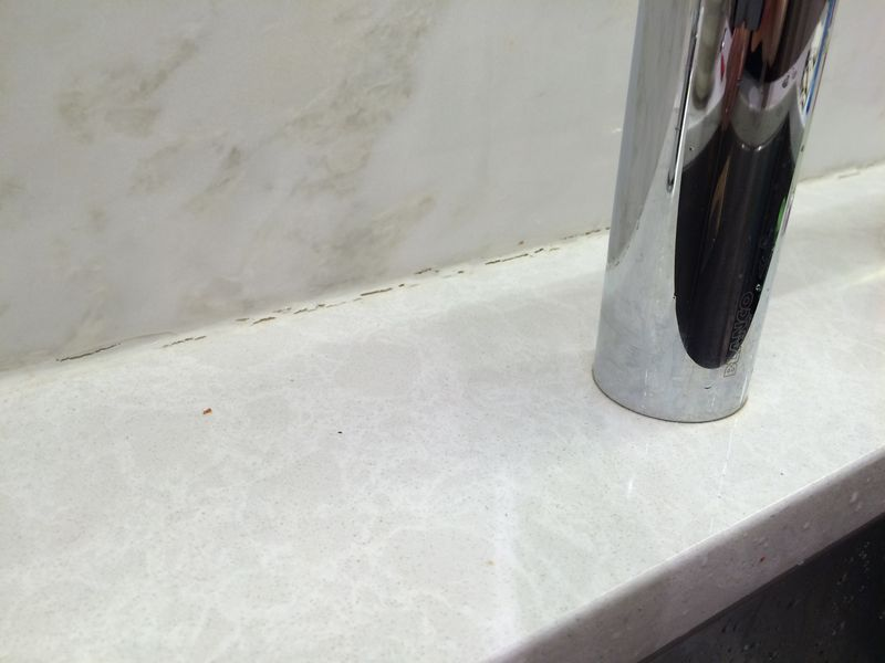 backsplash and kitchen counter