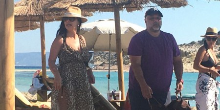 Γρηγόρης Αρναούτογλου - Νάνσυ Αντωνίου: Σε παραλία στην Ελαφόνησο