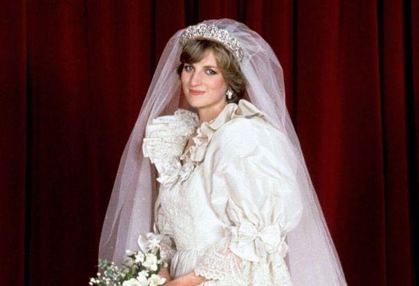 """""""The Crown"""": Έφτιαξαν αντίγραφο του νυφικού της πριγκίπισσας Νταϊάνα"""