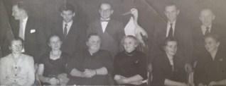 De 11 børn minus Line: Olav, Hans Jørgen, Kresten Peder/KP, Holger, Reinholdt, Betty/Tulle, Inger/Søster, Ebba, Kristine (mor), Lone og Kaja