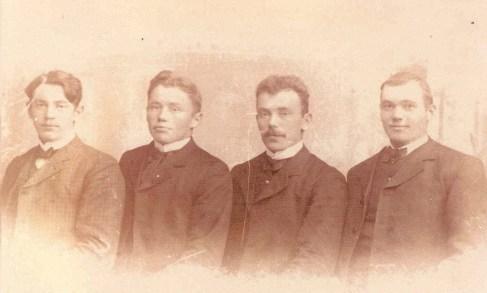 Nikolaus nr. 2 fra v. med brødrene Jakob, Lars og Magnus