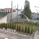 Парк мира на главном ибарском мосту није уклоњен