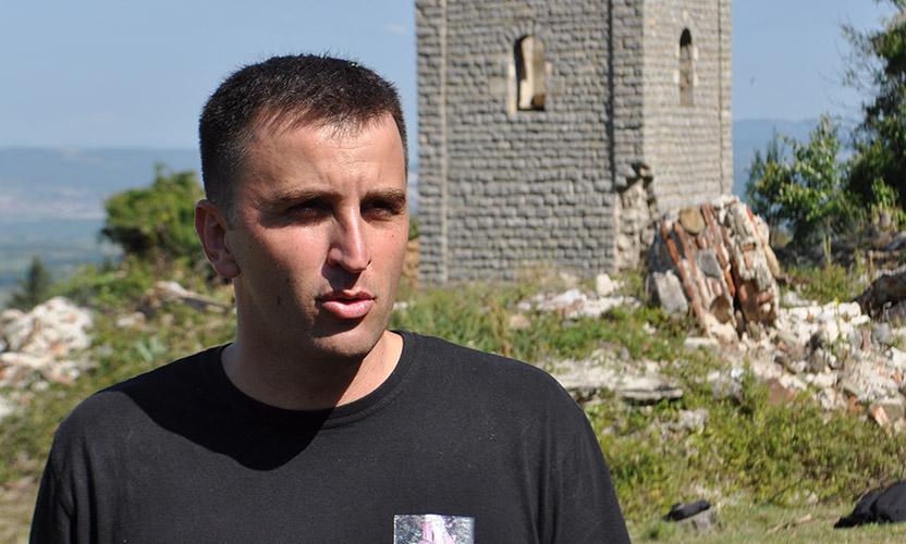 Stojanović i Tomić organizovali čišćenje crkvenog dvorišta u Mušutištu