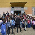 Коосвски ђаци у школским клупама