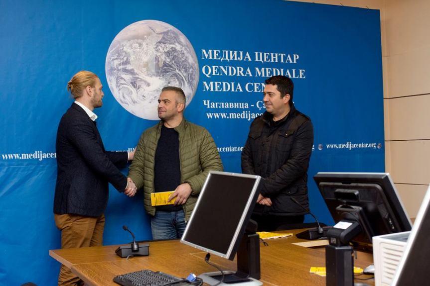 ОЕБС уручио представницима УНС-а и УНК-а Водич о безбедности и рачунаре