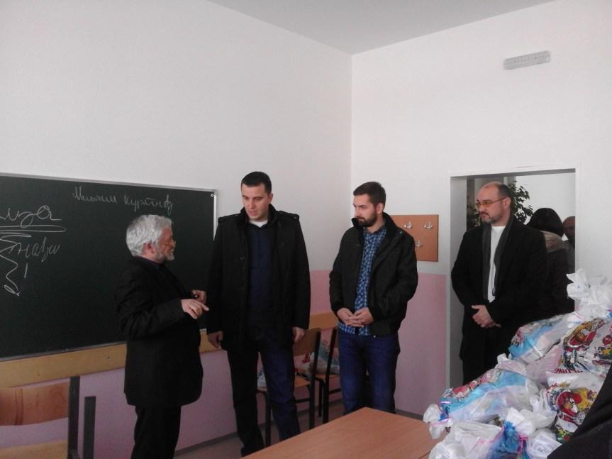 """Ученици Основне школе  """"Свети Сава"""" у Племетини добили четири нове учионице"""