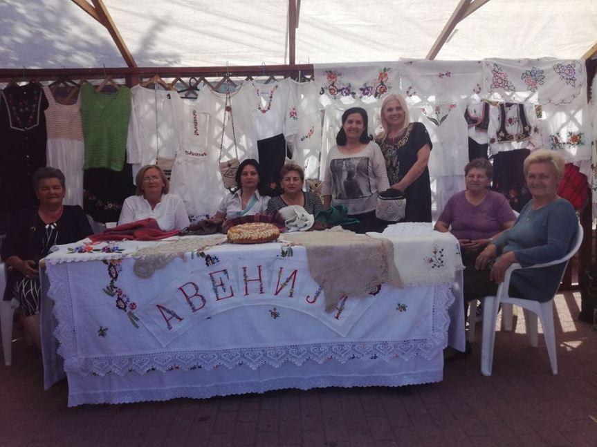 """Žene iz """"Avenije"""" na manifestaciji """"Selo u gradu"""" u Novom Sadu"""