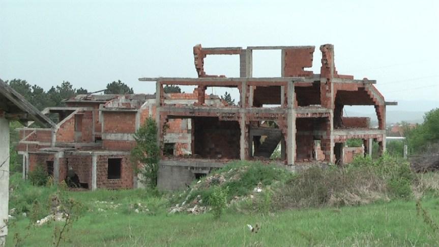 Запаљена српска кућа у Белом Пољу крај Пећи. Српска листа оцењује да је међународна заједница и слепа и глува за нападе на Србе