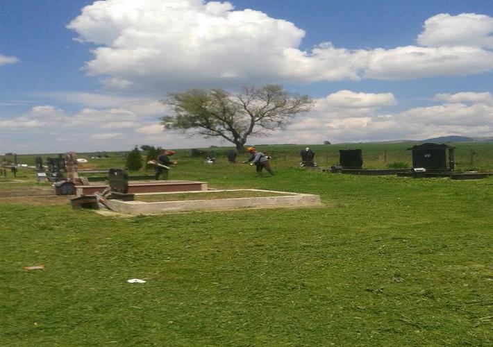 Javne službe Opštine Gračanice uređuju groblja i javne površine