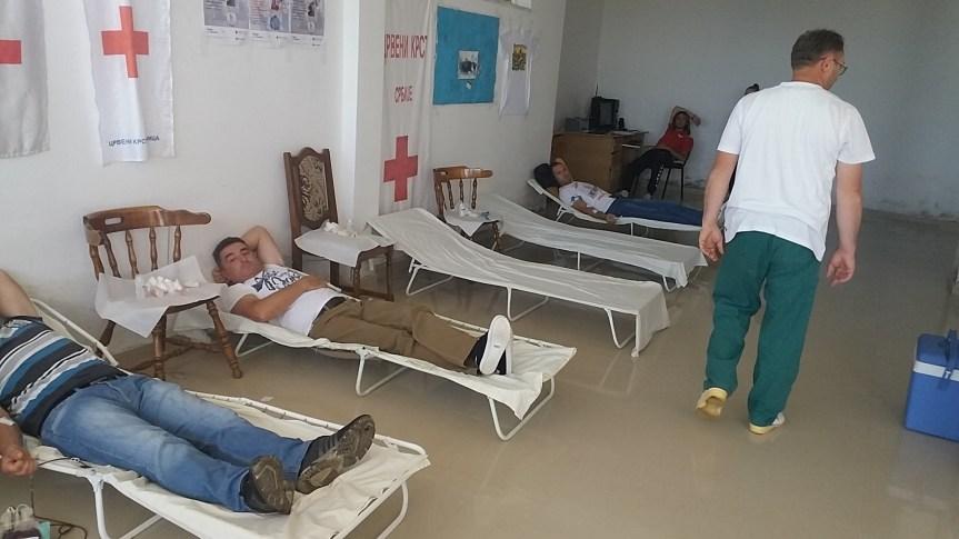 Срби из Македоније добровољно дали крв у Грачаници