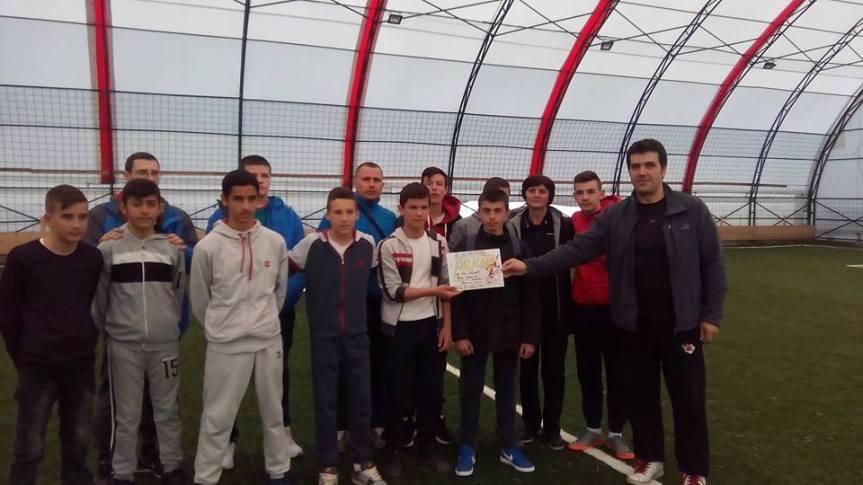 Екипе ученика из Грачанице и Доње Гуштерице најбоље у футсалу