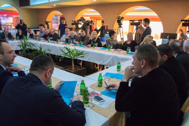 Трибина СНФ-а: Власти су пролазне, али државна политика према Косову и Метохији мора остати иста