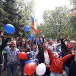 """Deca sa KiM  učestvovala u maršu """"Besmrtnog puka"""" u Varni"""