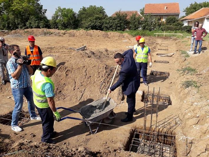 Доња Гуштерица: Камен темељац за балон салу