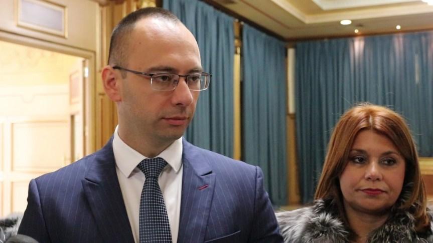 Симић: Не постоји политичка воља већинских партија за решавањем проблема грађана