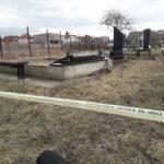 Порушени споменици на липљанском гробљу