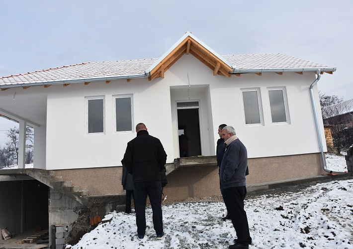 Uručeni ključevi novog doma porodici Maksimović iz Sušice
