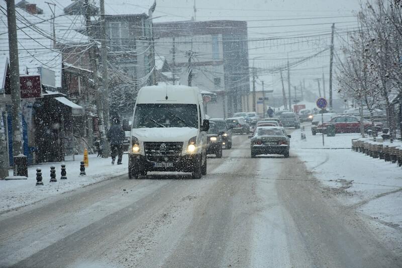 Општина Грачаница: Путеви проходни, соли и ризле има довољно
