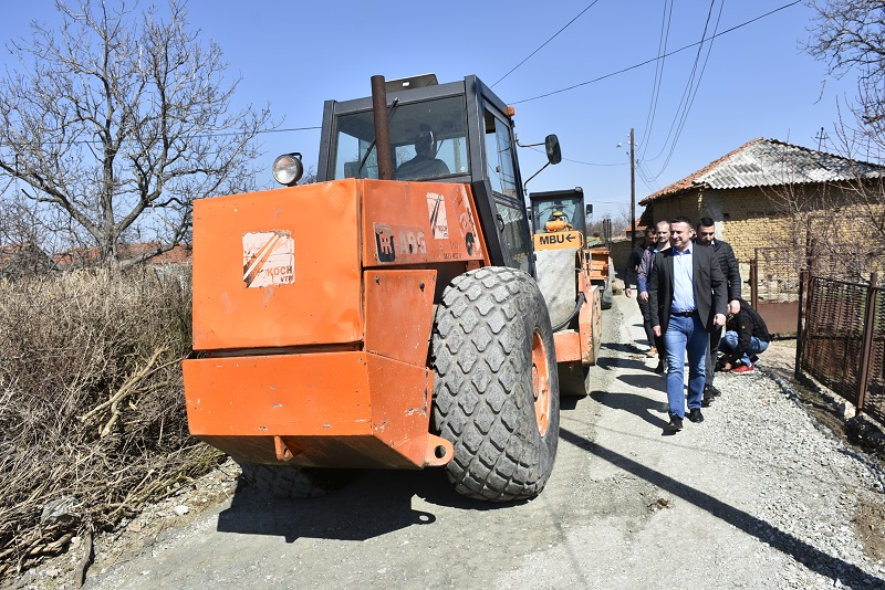Popović u Dobrotinu nadgleda radove na asfaltiranju ulica