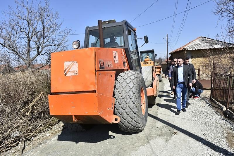 Поповић у Добротину надгледа радове на асфалтирању улица