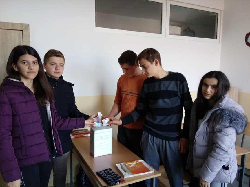 Ученици из Ораховца и Велике Хоче сложно у акцији прикупљања новца за лечење Немање Прпе