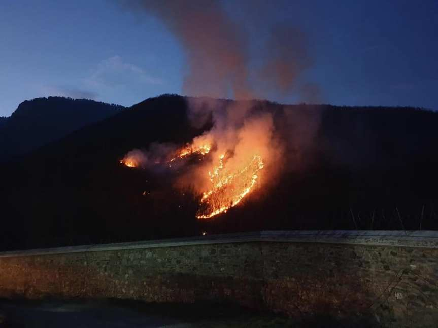 Шумски пожар у близини Високих Дечана