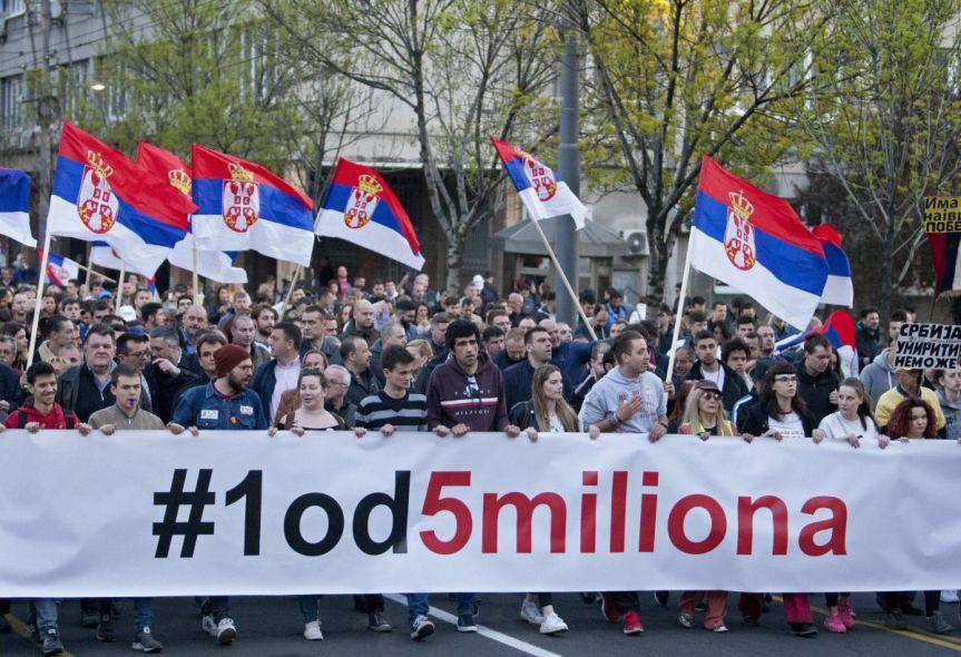 """Двери: СНС ће покушати да изазове инциденте, позивамо на мир. У Панчеву нападнути активиста """"1 од 5 милиона""""."""