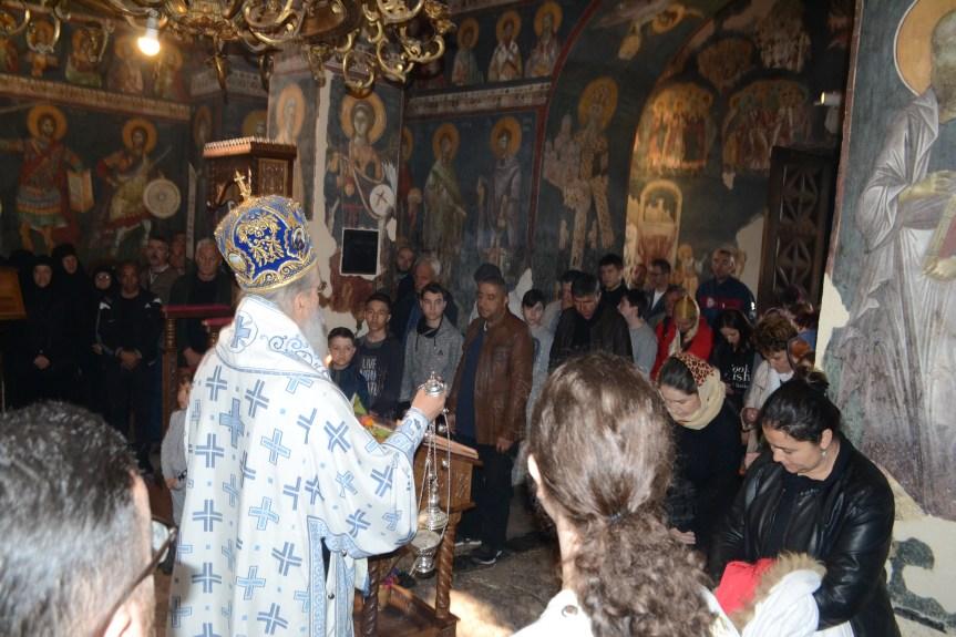 Владика Теодосије на Благовести служио Свету литургију у Грачаници