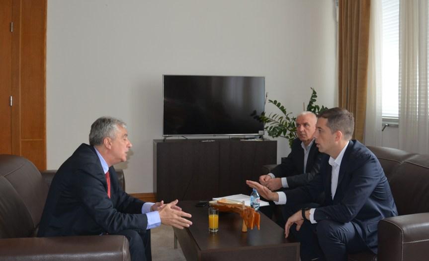 Ђурић се састао са ректором Приштинског универзитета у Косовској Митровици
