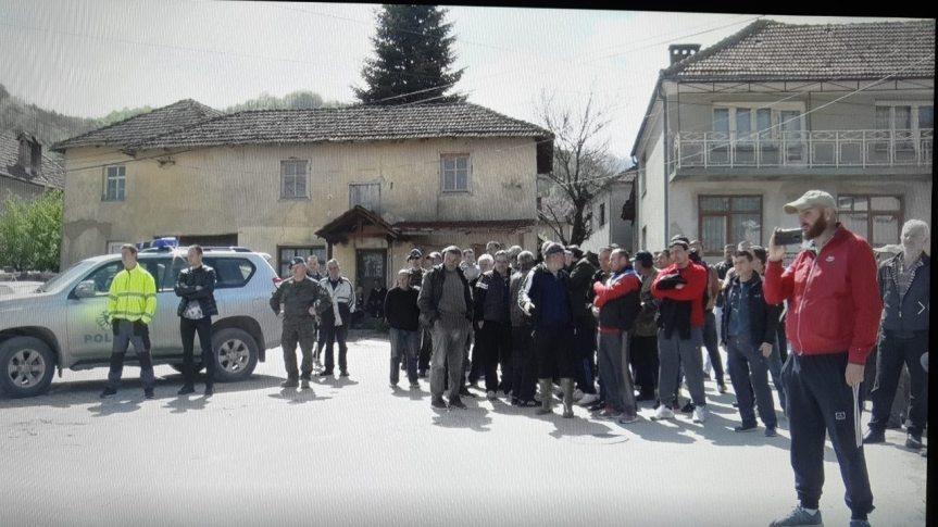 Штрпце: Мештани блокирали пут и спречили наставак радова на мини хидроцентали код места Обереке