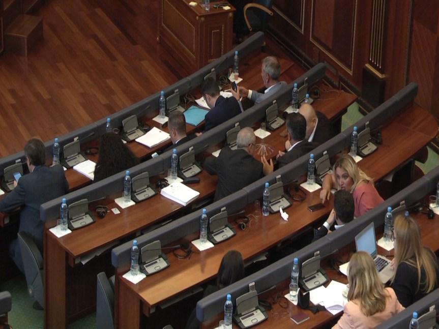 Скупштина Косова: Усвојен извештај истражне комисије о депортацији турских држављана