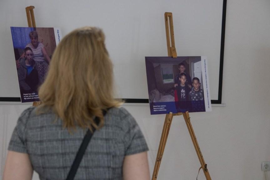 """""""Оно што нам је остало"""", изложба фотографија из колективних центара, подстицај за решавање проблема расељених"""