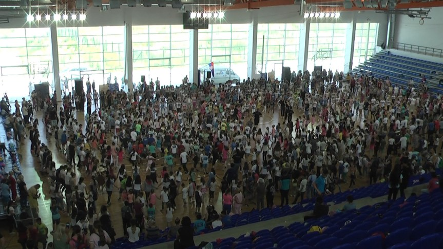 Две хиљаде дечијих срдашаца куцало је у ритму српског кола