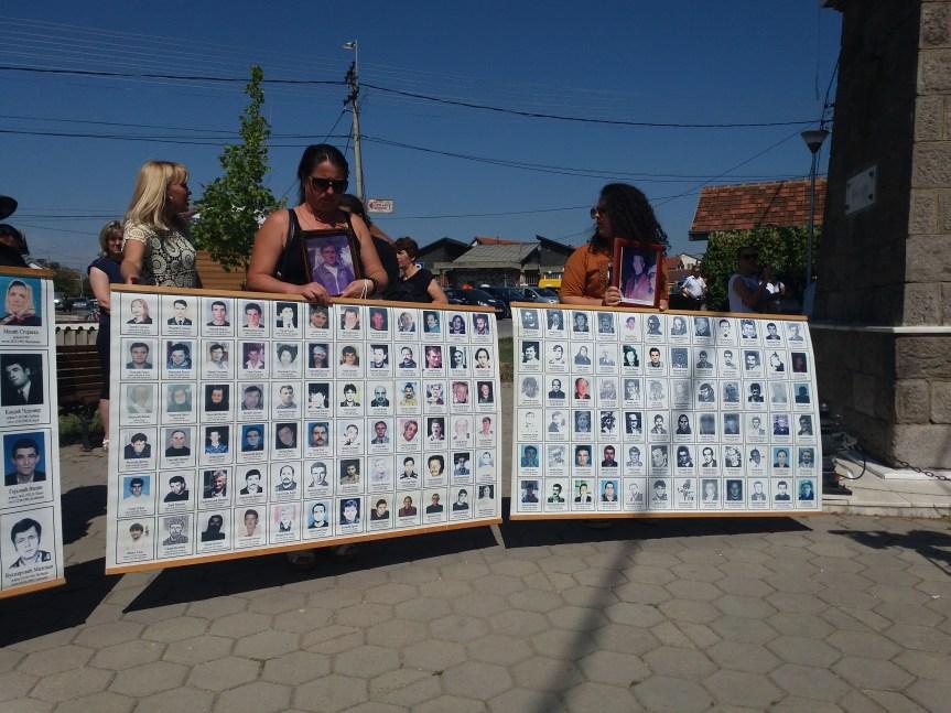 Ђурић: Бол породица несталих не сме бити талац нерешених и нескладних политичких односа