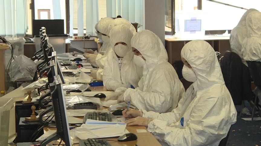 У заштитним оделима настављена верификација гласачких листића из централне Србије