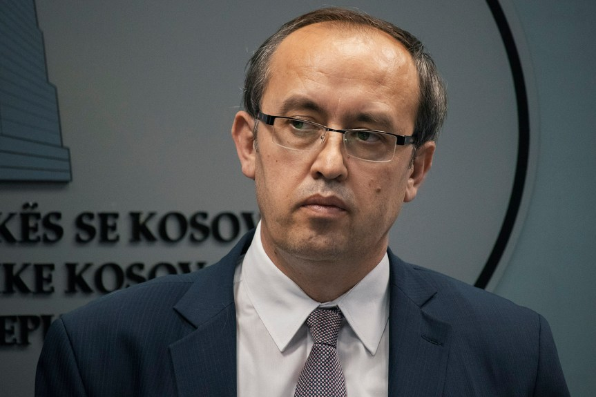 Бурно у Приштини: нови мандатар, Самоопредељење најављује протесте, Рашић поднео оставку, уклоњене ограде око зграде Владе